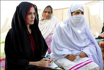 Angelina Jolie meets Pakistan flood victims