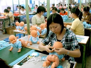 ¡]02051707¡^--SHANTOU, May 17, 2002 (Xinhua) --Workers dress for dolls at the Yiewei Arts and Crafts Company in Chenghai City in south China's Guangdong Province May 17, 2002. The city puts production of toys and handicrafts as a pillar industry which earned some 7 billion yuan(US$875 million) in 2001. (Xinhua Photo/Zhang Yiwen)