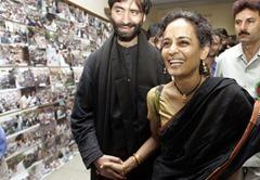 2009-07-28-arundhati-roy-b